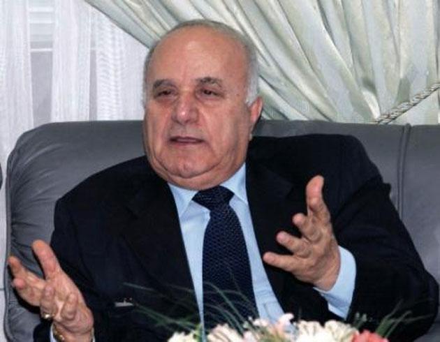رئيس الوزراء الاسبق د. عدنان بدران متحدثا بلقاء صحفي -(الغد)