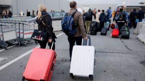 """يقول الخبراء إن شركات الطيران غضت الطرف عن """"سكيب لاغنغ"""" لعقود من الزمن"""