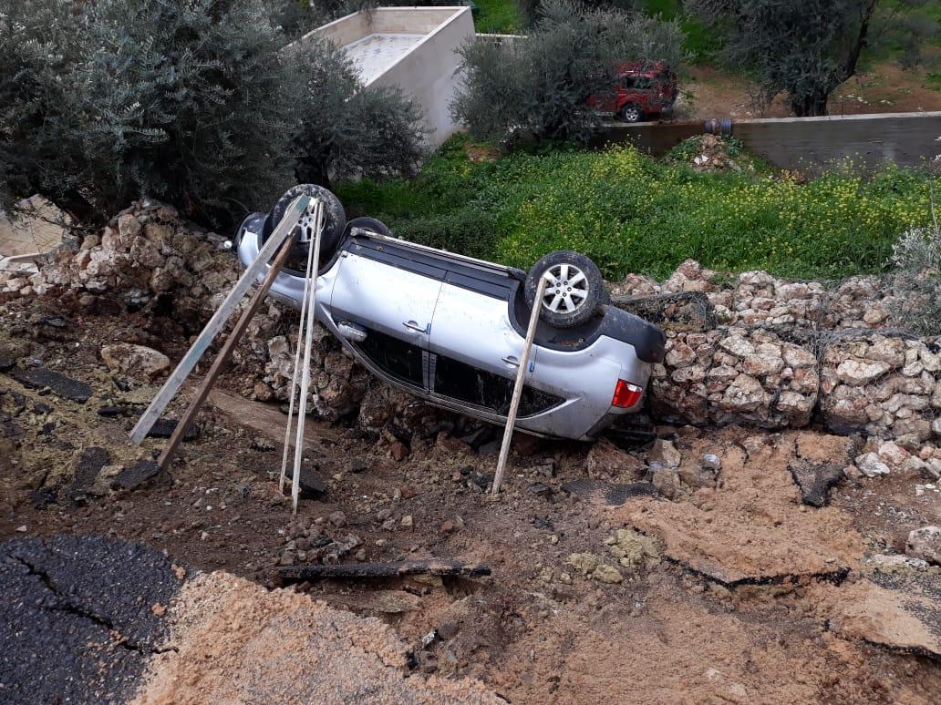 انهيارات تلحق أضرارا بالطرق وتهدد مشاريع في كفرنجة