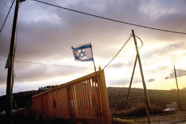 البوابة الأمنية عند مدخل مستوطنة بات عاين في الضفة الغربية المحتلة – (أرشيفية)