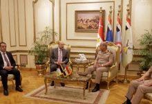 الرزاز يلتقي القائد العام للقوات المسلحة وزير الدفاع والانتاج الحربي المصري