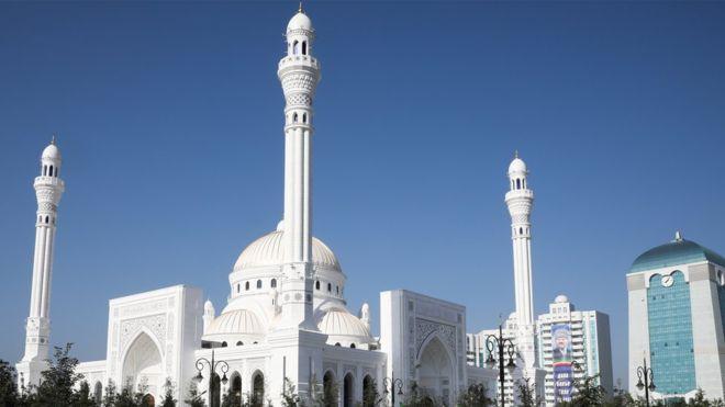 افتتاح أكبر مسجد في القارة الأوروبية 108471441_gettyimages-1163220184