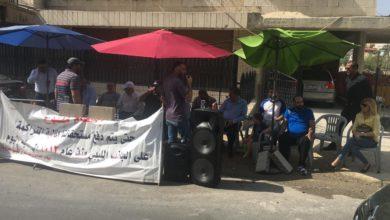 """جانب من اعتصام """"متضررين"""" أمام السفارة الليبية في عمان - من المصدر"""