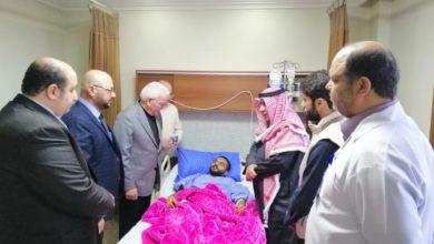 وزير التعليم العالي خلال زيارته للمريض الكويتي