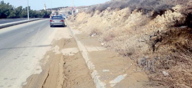 انزلاق طيني على جزء من الطريق الملوكي بمنطقة العين البيضاء في الطفيلة-(الغد)