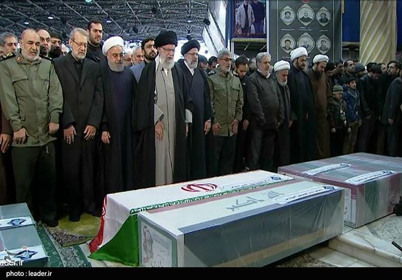 خامنئي يؤم صلاة الجنازة على قاسم سليماني-(أرشيفية)