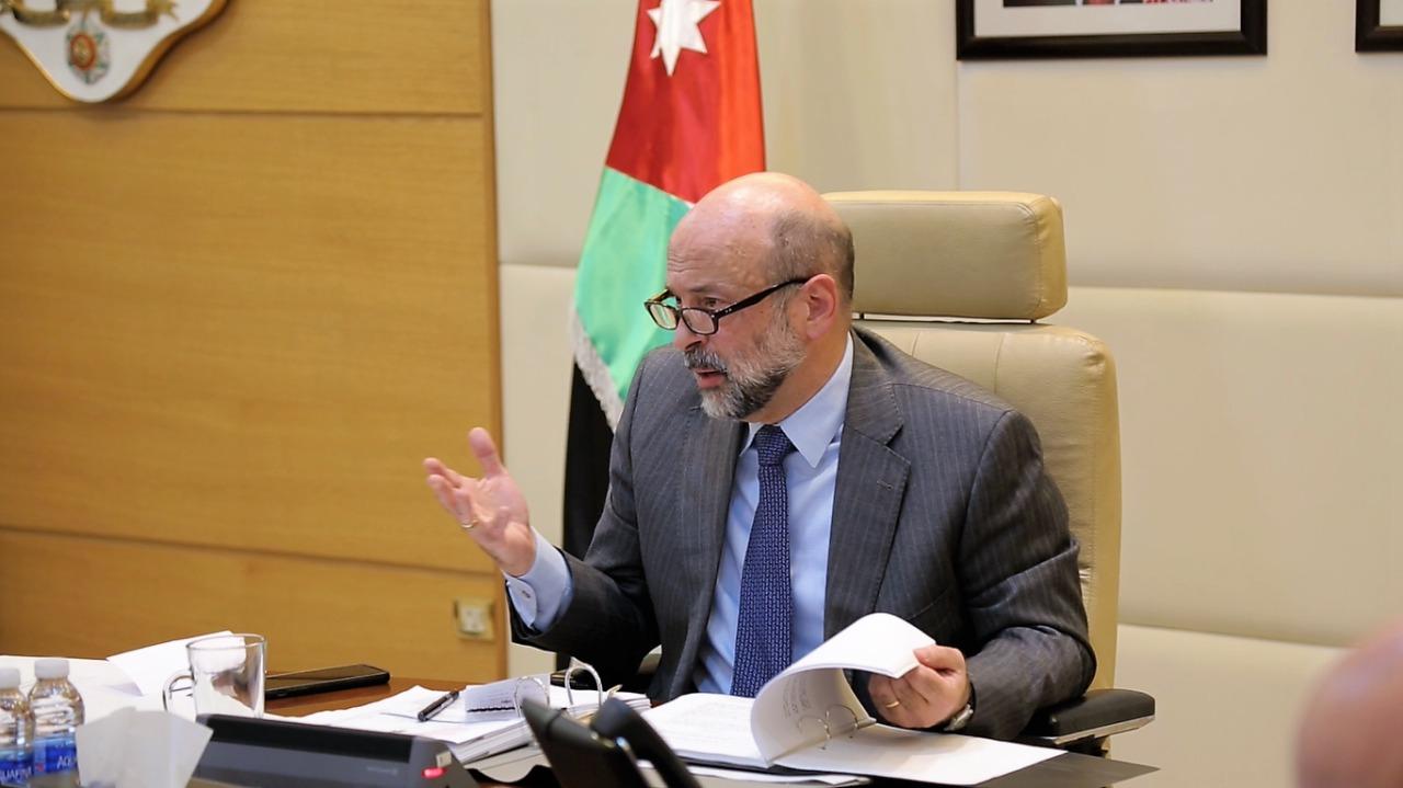 رئيس الوزراء خلال جلسة مجلس الوزراء (أرشيفية)