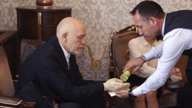يستخدم الاتراك الكولونيا لمكافحة الفيروس وعند استقبال الضيوف كمطهر