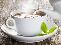 آلام الظهر هي حالة شائعة تؤثر على معظم الناس في مرحلة ما من حياتهم. ولكن يمكنك تقليل خطر الإصابة بها عن طريق مشروب شائع، كما يزعم الخبراء.