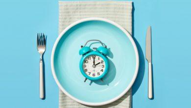 """الصيام المتقطع يركز على متى يجب على الشخص تناول الطعام، وليس نوع الطعام الذي يتناوله""""."""