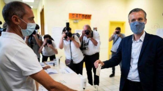 كان ارتداء أغطية الوجه إجباريا خلال التصويت