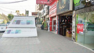 محال تجارية في شارع الجامعة بمدينة إربد أمس- (الغد)