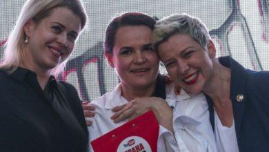 من اليمين: سفيتلانا تيخانوفسكايا وفيرونيكا تسيبكالو وماريا كوليسنيكوفا
