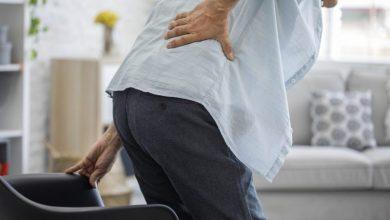 يمكن أن تشمل أعراض آلام الظهر الخفيفة آلاما قصيرة