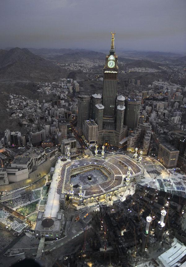 الحرم المكي يفتح رحاب الصداقة بين المسلمين Alghad